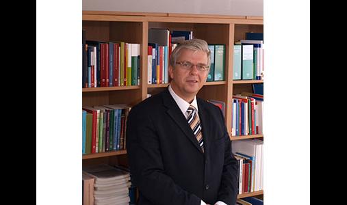 Dr. jur. Neumann Peter