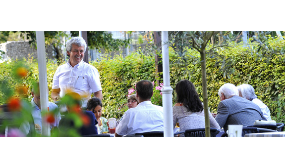 Der Grieche im Grünen - LUFTBAD Restaurant + Biergarten