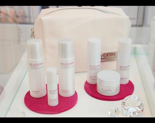 Kundenbild klein 5 Hautanalyse REVIDERM skinmedics Feucht, Kosmetik Petra Reger