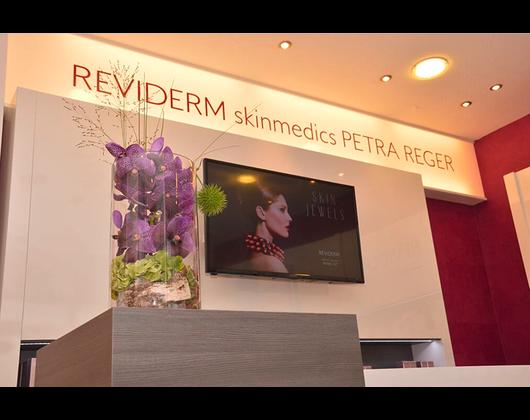 Kundenbild klein 6 Hautanalyse REVIDERM skinmedics Feucht, Kosmetik Petra Reger