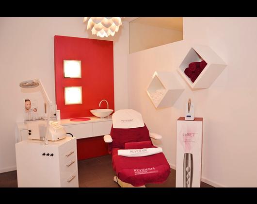 Kundenbild klein 9 Hautanalyse REVIDERM skinmedics Feucht, Kosmetik Petra Reger