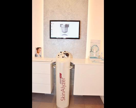 Kundenbild klein 3 Hautanalyse REVIDERM skinmedics Feucht, Kosmetik Petra Reger