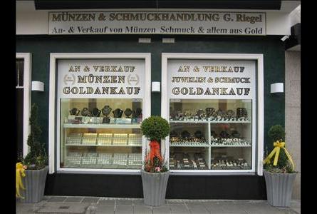 Kundenbild klein 6 Goldschmuck Riegel